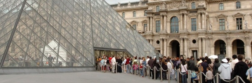Waiting line at the Louvre in Paris